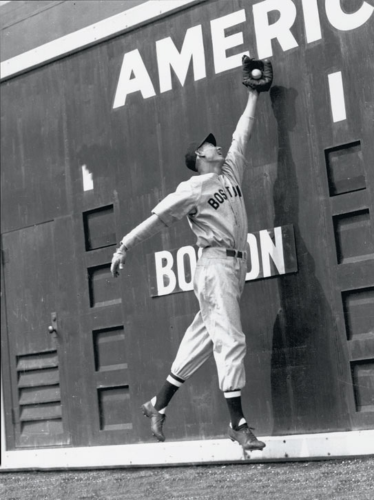 Ted Willams making a grab against the Green Monster. https://t.co/BOTZJD2MK1