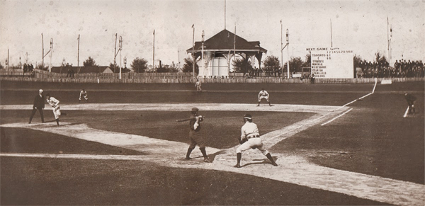 Hanlan's Point Stadium, home of the minor-league Toronto Maple Leafs, 1897. Hanlan's Point was an amusement park, and the ballpark was a popular attraction. Check out the umpire location and the lack of a mound for pitchers. (Toronto Public Library) https://t.co/t6RkGakYGq