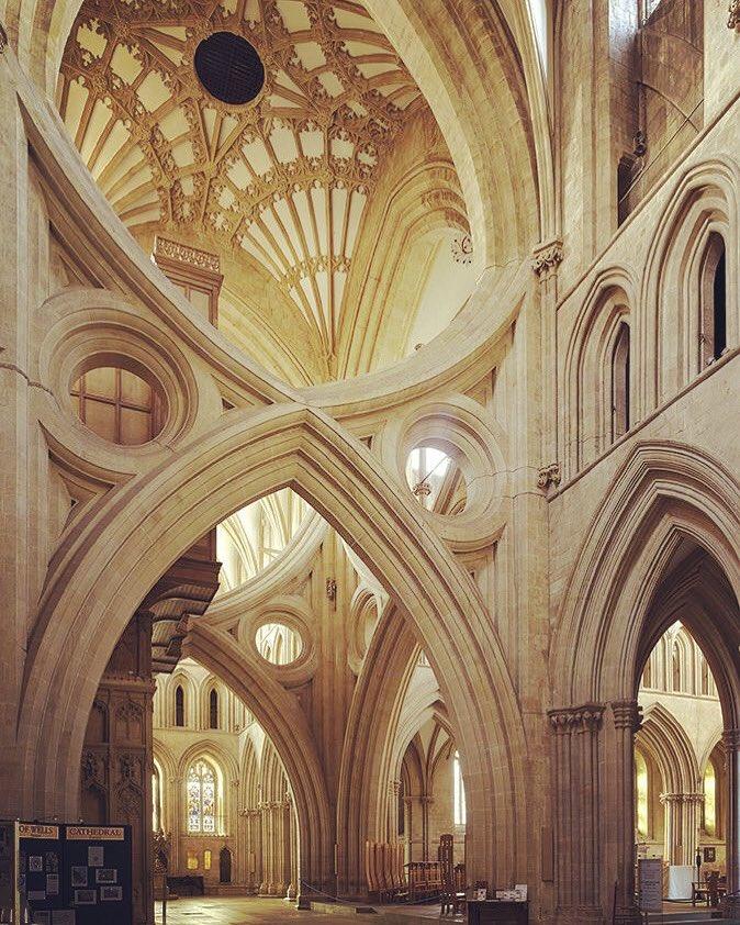 #MerveilleduMonde 😱 La folie gothique dans la nef centrale de l'arc en ciseaux de la #cathedrale Saint-André à Wells (1180-1490), Angleterre. https://t.co/VUQmrvcZKX