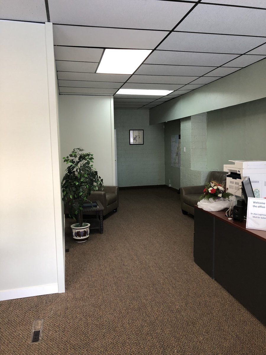 test Twitter Media - Wishing you all a very Happy New Year.  My office is now officially moved and open at 232 A Manitoba Ave in Selkirk.  Looking forward to seeing you at the new location. https://t.co/sqEReOOOuX