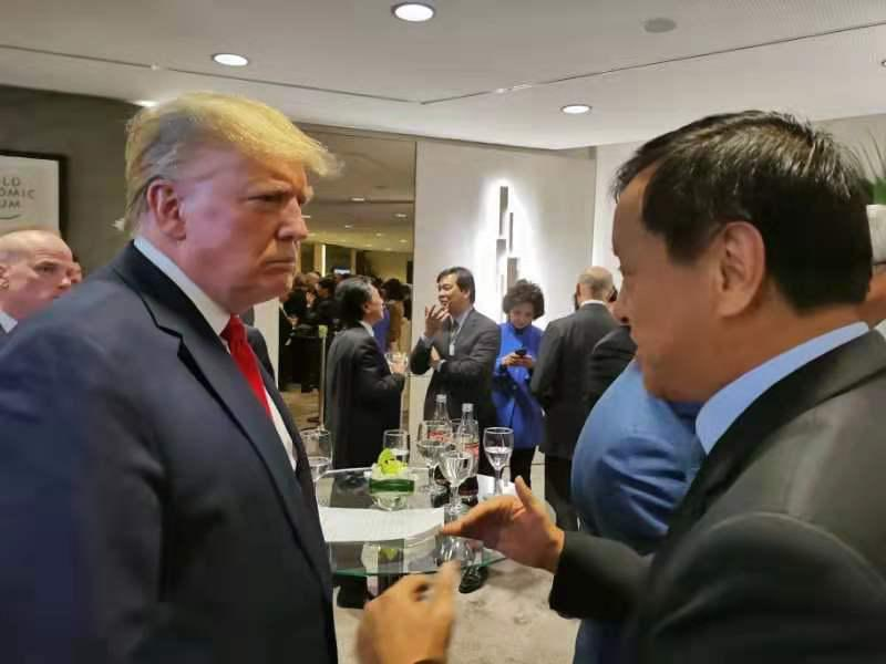 #世界经济论坛 一向冠盖云集。就在今天,集团行政总裁李小加偶遇了美国总统 #特朗普! https://t.co/KY5VIY6MwZ