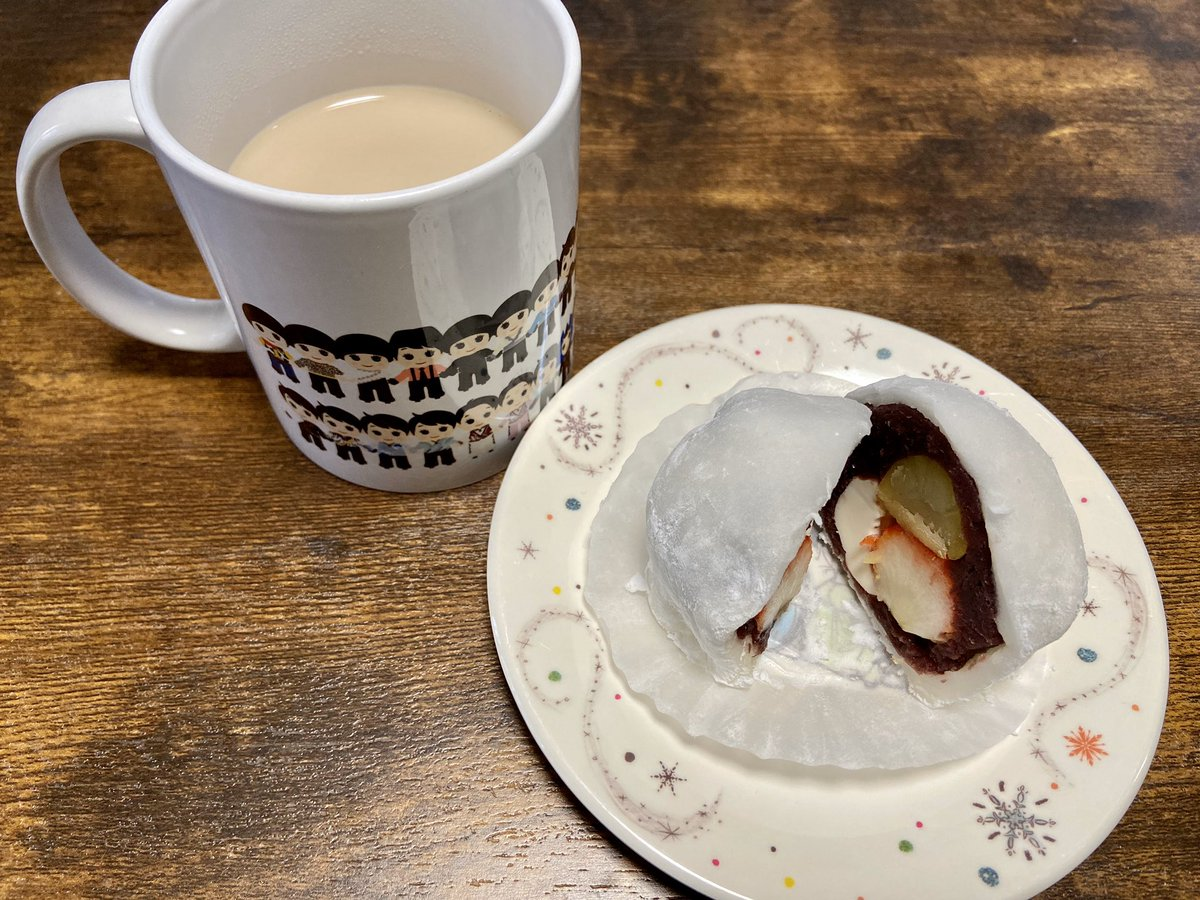 test ツイッターメディア - 今日のおやつは、宮崎土産の なんじゃこら大福🤩 イチゴと栗とクリームチーズが入ってるよん♥️ https://t.co/RBDr1koYEO