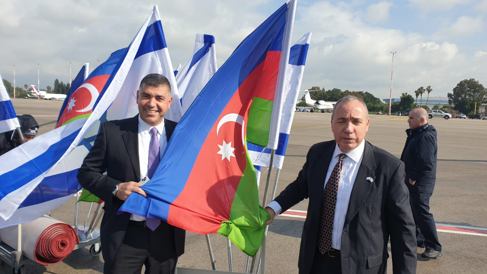 The flags are ready! The speaker of #Azerbaijan Parliament Mr Ogtay Asadov will soon land in Israel in a first ever visit , to take part in the World Holocaust Forum 2020 in Jerusalem.  The MFA Director General @Yuval_Rotem will receive him at the airport. https://t.co/9SLHahhmAL