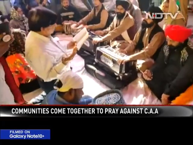 Inter-faith prayer ceremony at Delhi's Shaheen Bagh which has seen protests against #CAA and #NRC for nearly a month.