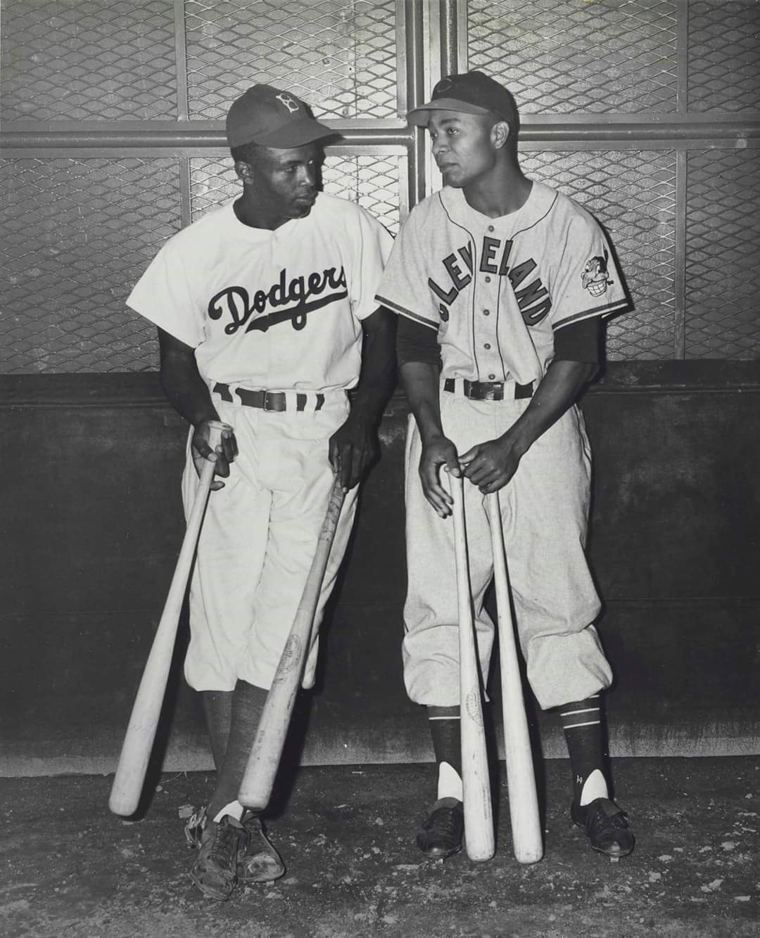 Jackie and Larry @Dodgers @Indians https://t.co/XNLS7eH4KP
