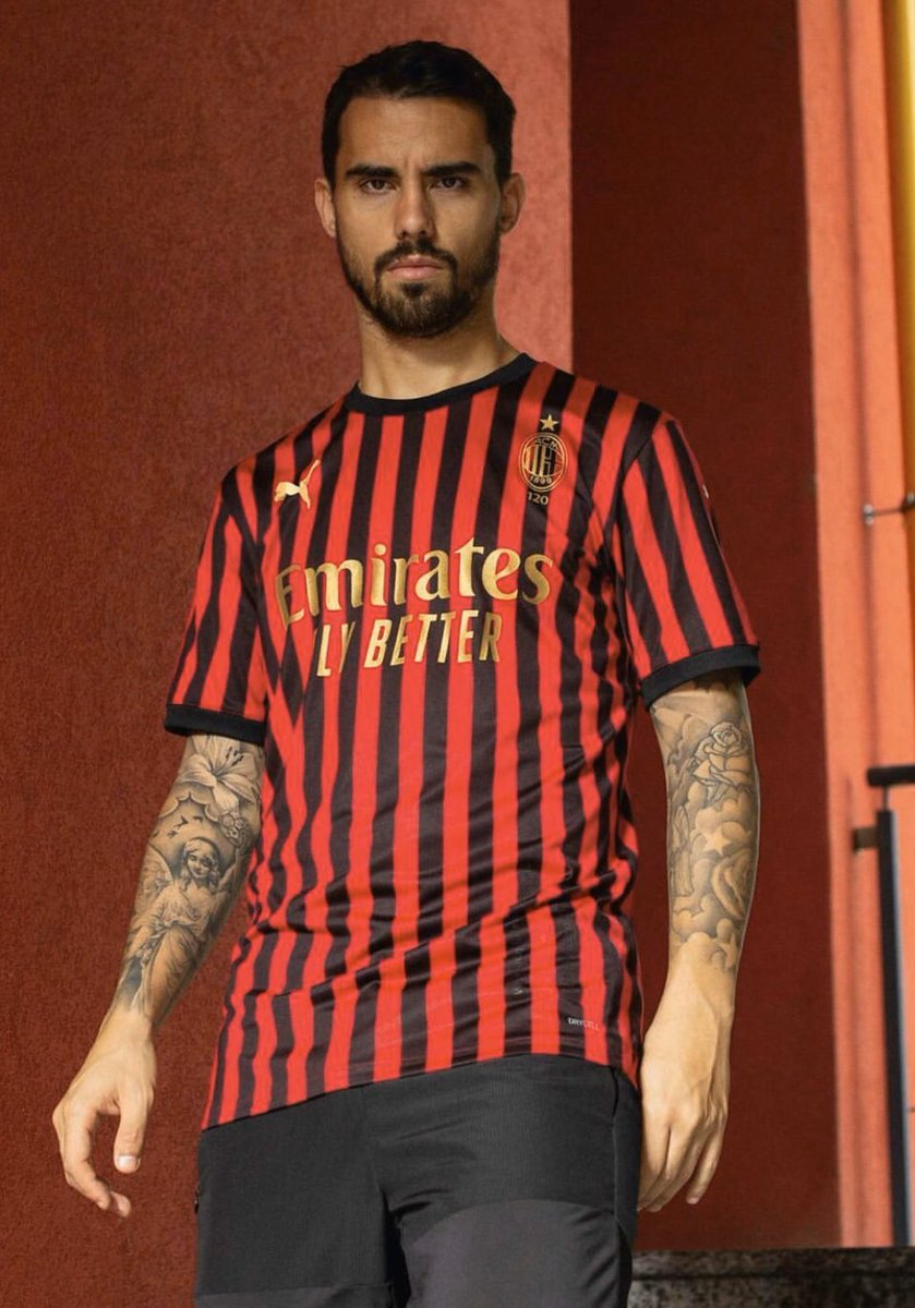 🚨CONCOURS🚨   Pour fêter les 10 000 abonnés (oui en retard), @AC_MilanFR & @_MaxMaillots__ t'offrent une réplique du maillot des 120 ans du club avec le flocage de ton choix !   Pour participer: RT ce tweet + follow @_MaxMaillots__ & @AC_MilanFR !   TAS le 09/02 🍀