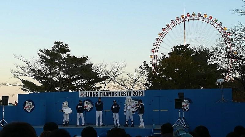 test ツイッターメディア - LIONS THANKS FESTA 2019 Extra Stage …を、遠くから👀  1⃣2⃣…サンクスフェスタ打ち上げトークショー🎤 3⃣…「金粉入り狭山茶」で、ホッとひと息🍵 4⃣…イルミ点灯式前でもキラキラ✨  (2019年11月) #ライオンズファン感 #埼玉西武ライオンズ #seibulions #写真好きな人と繋がりたい https://t.co/45y8tiz96B