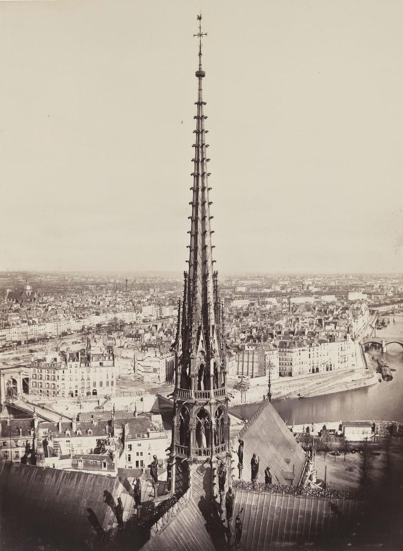 La flèche de Notre Dame vers 1860, quelques années après la restauration de la cathédrale par Viollet le Duc #ParisAvant #Souvenirs https://t.co/cAdHOry1pN