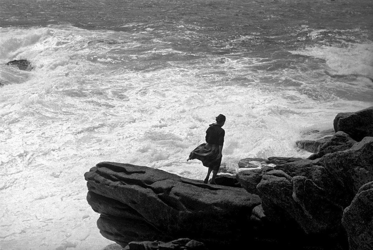 Lorsque nul ne la regarde, la mer n'est plus la mer, Elle est ce que nous sommes,  lorsque nul ne nous voit...  Jules Supervielle. https://t.co/dtgU4lJhCh