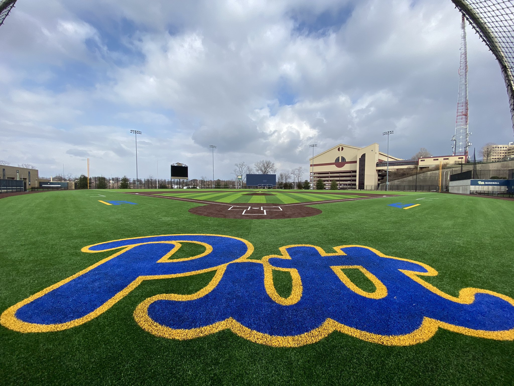 "Gotta a chance to #H2P today. Kicked it with the staff, did some metric testing on their brand new @AstroTurfUSA 💎 Series surface & shot some 🎥. 1st class staff over @Pitt_BASE! If you want to play on the best surface in the 🌎 and play for a ""Dude"" - it's simple - H2P. https://t.co/7XhDB9F5Pc"