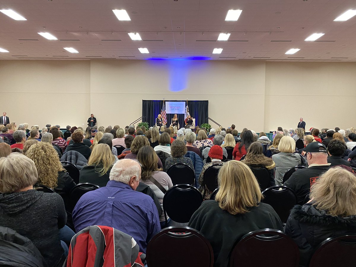 """The media tells us """"women don't support Trump!""""  WRONG!  Hundreds of women turned out for our #WomenForTrump event in Des Moines to show their support for @realDonaldTrump! 🇺🇸🇺🇸🇺🇸"""