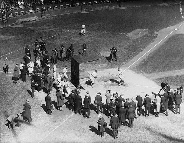 Babe Ruth takes BP before Game 1 of the 1921 World Series. https://t.co/Abo6v89Yop