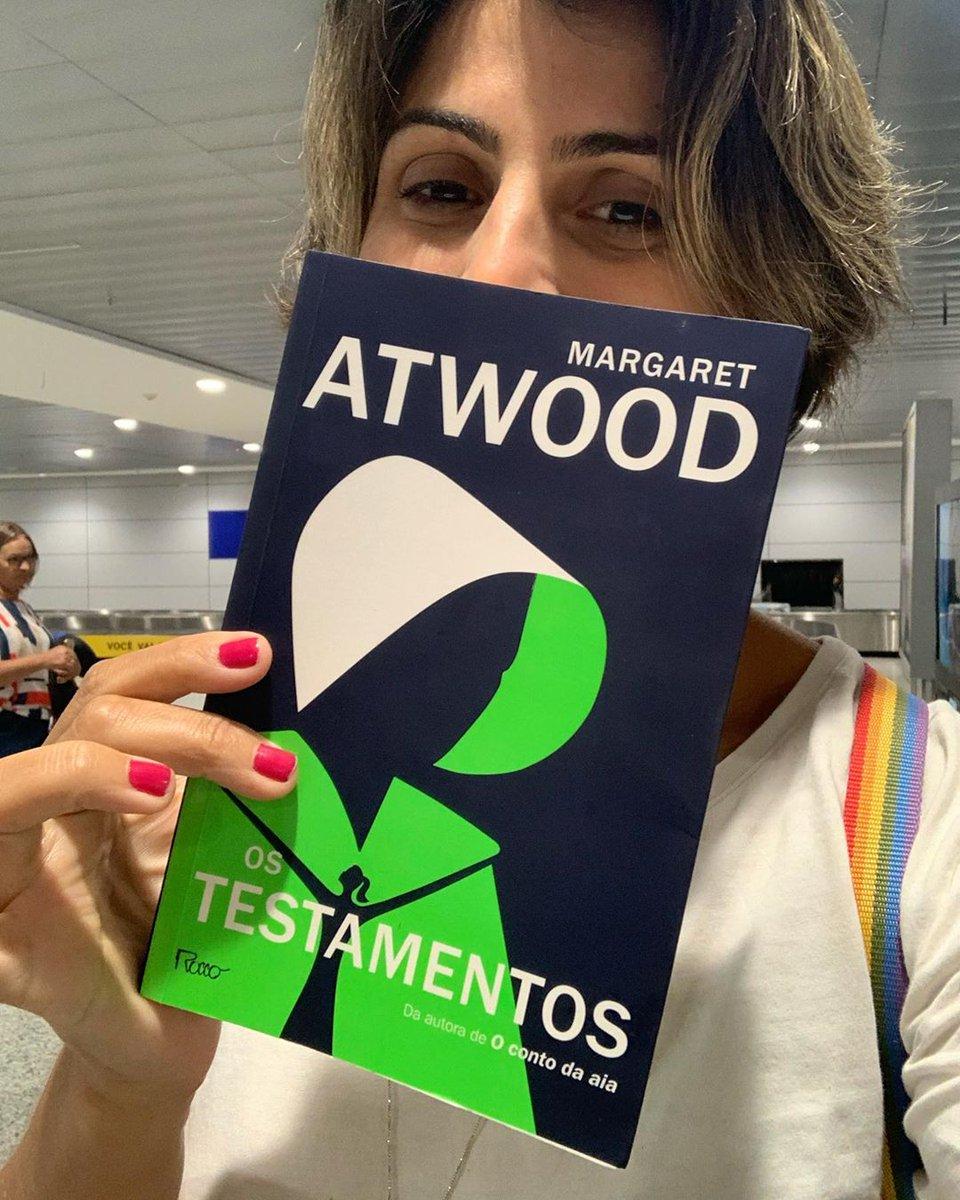 Olha quem leu e aprovou Os Testamentos, a linda e inteligente @ManuelaDavila 😍 Quem aí já sabe o final de Gilead? #HandmaidsTale #TheTestaments