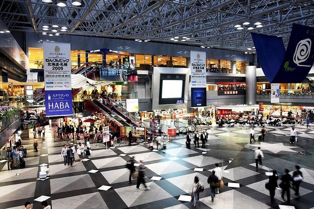 test ツイッターメディア - 【ランキング】新千歳空港の人気お土産、1位は「白い恋人」 https://t.co/jiUge8p2Vd  空港内に店を構えるスカイショップ小笠原によると、2位は「じゃがポックル」3位は「マルセイバターサンド」だという。 https://t.co/hnkLqfjkDi