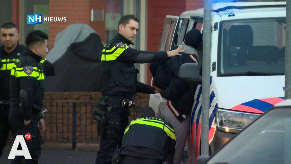 test Twitter Media - Automobilist zonder rijbewijs aangehouden na korte achtervolging in Amsterdam: AMSTERDAM - Een automobilist die zonder geldig rijbewijs door de Bijlmer in Amsterdam reed, is vanmiddag na een korte achtervolging in de Galantstraat aangehouden. De man… https://t.co/l4X5XqZrDU https://t.co/bKSwCGUAV2