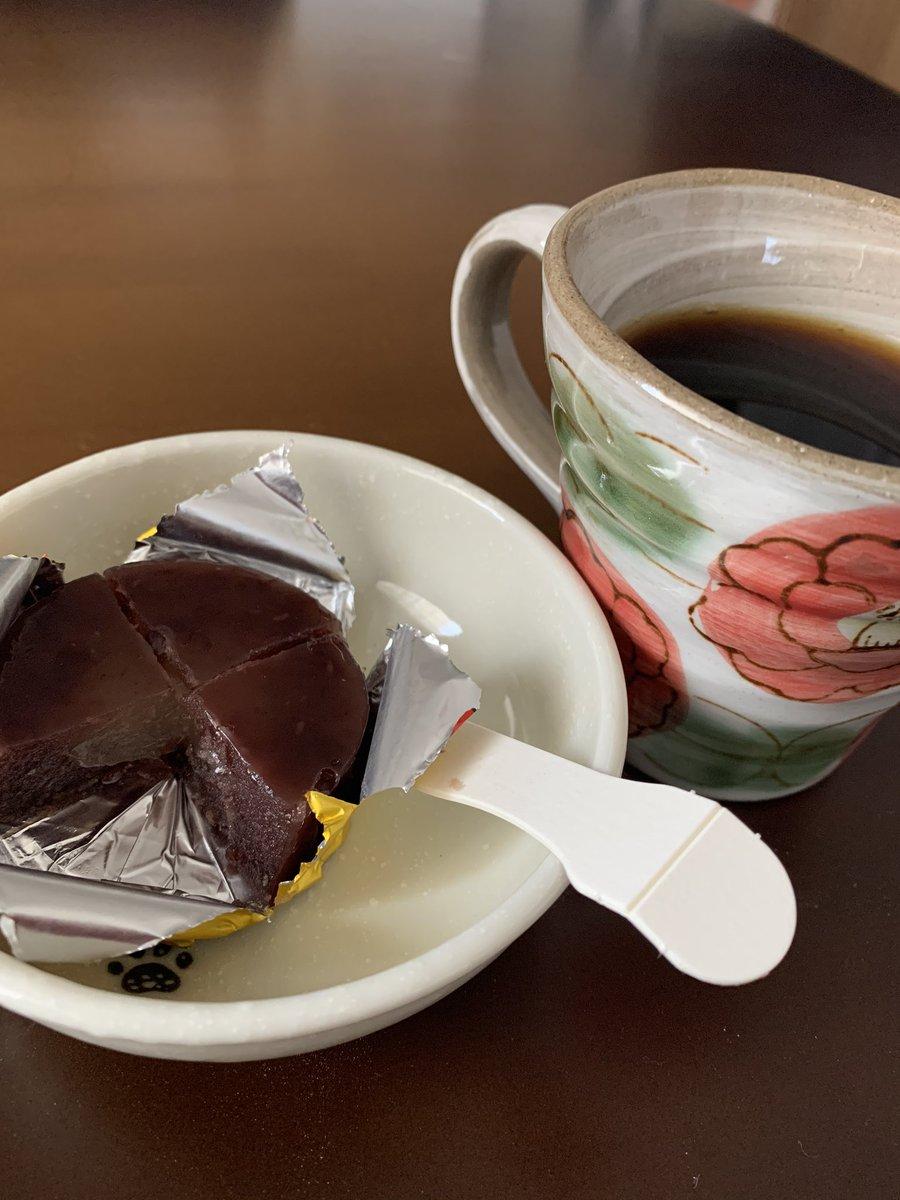 test ツイッターメディア - 朝ご飯は誉の陣太鼓とコーヒー。 あんことコーヒーの組み合わせって美味しいよねぇ( *´艸`) https://t.co/9dMnqY25AN