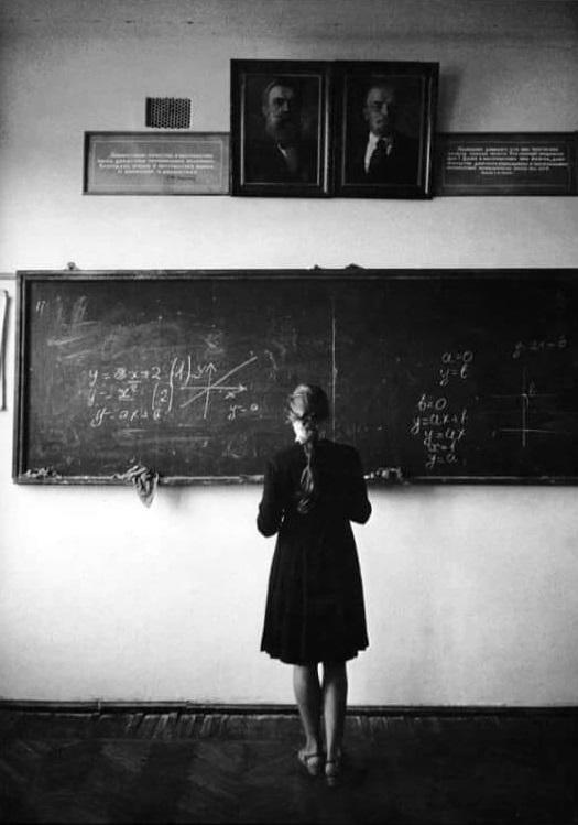 Eve Arnold. Schoolgirl in Kuban, 1965. https://t.co/4Ksfn7KIO1