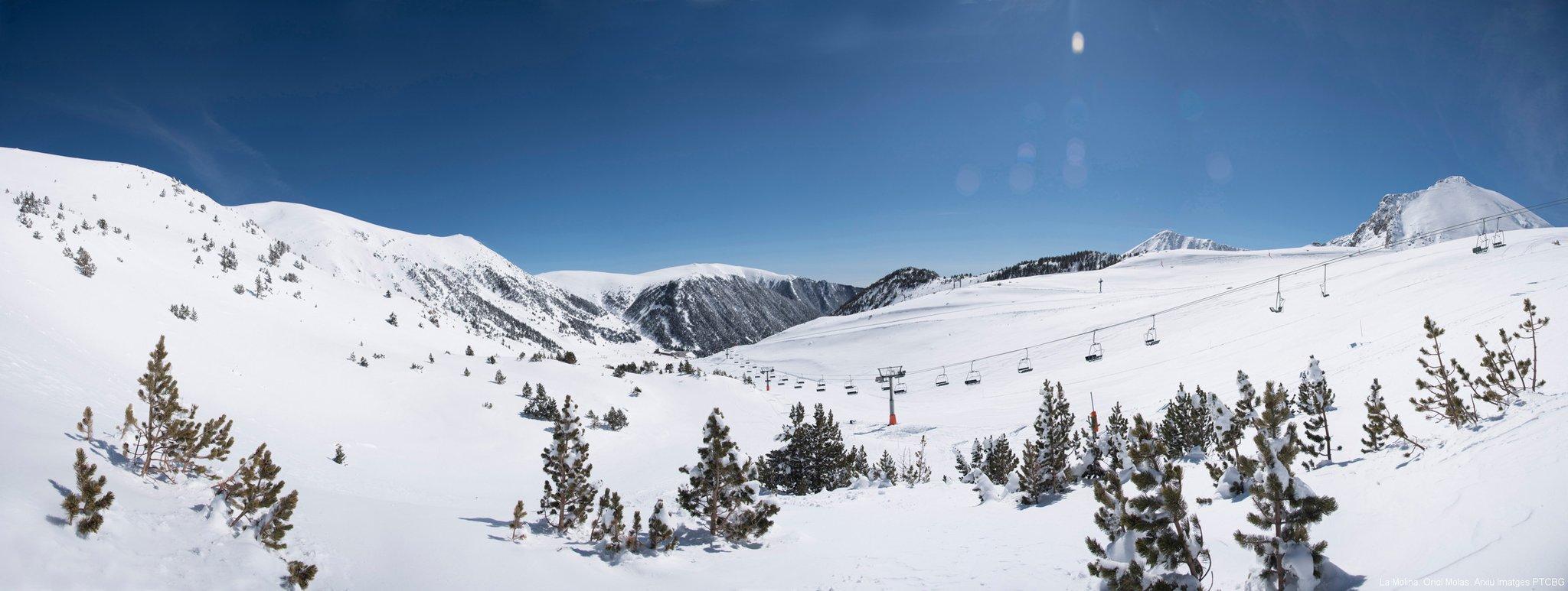 Happy World Snow Day! ❄🙌💥🎉  Where are you going to enjoy the snow today?  #inPyrenees | @SnowLaMolina | @ValldeNuria | @Vallter2000 | @MasellaPirineu https://t.co/ojbgIz0Tvf