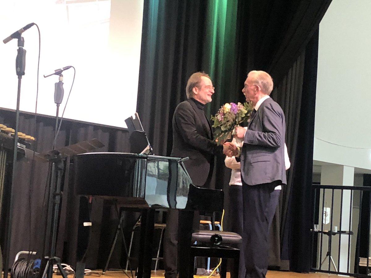 test Twitter Media - Neujahrsempfang des Bürgervereins Langerfeld. Erhard Ufermann erhält die Goldene Spule für seine Verdienste - wunderbar! https://t.co/vNB49WgRFX
