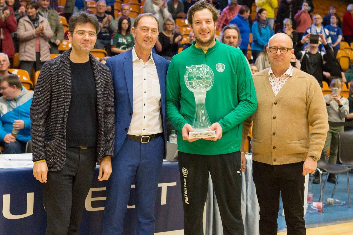 """Die Handballer des SC DHfK Leipzig haben das 21. Internationale Handballturnier um den """"PEUGEOT-CUP"""" in Dessau gewonnen: https://t.co/kwUta526TT https://t.co/R0YVRQBiGh"""