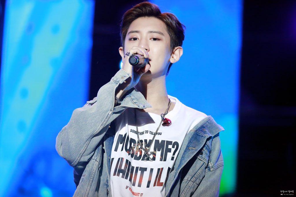 200111 K-POP SUPER CONCERT in HANOI   왕자님 노래들으니까 왕자님이 너무 보고싶잖아요❤️❤️❤️❤️❤️  #찬열 #CHANYEOL #엑소 #EXO #SSFW #봄_여름_가을_겨울 #Go_away_go_away