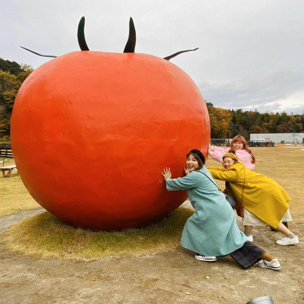 test ツイッターメディア - la farfa3月号、本日発売です☃️ 表紙はももちゃんのピン表紙!!(ラファモ初ピン...!おめでとう🎉㊗️) ....そう、表紙はもも...🍑🍑 そんななか、私たちは福島で巨大なトマトに出会ってしまい...!? 詳しくは本誌をチェック!!🍅🍅🍅 #ラファーファ #福島 #ぽちゃ旅 https://t.co/CweGGTnp9e