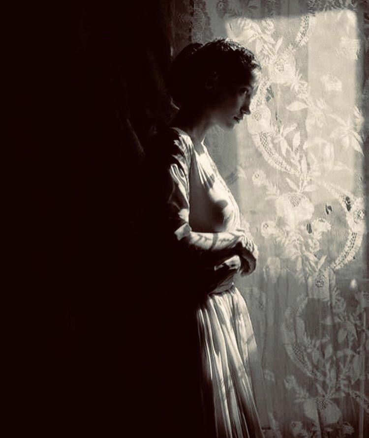 J'aime que le temps nous porte et non qu'il nous entraîne, Marguerite Yourcenar  (Scianna) https://t.co/Y5c8XZ6Fe2