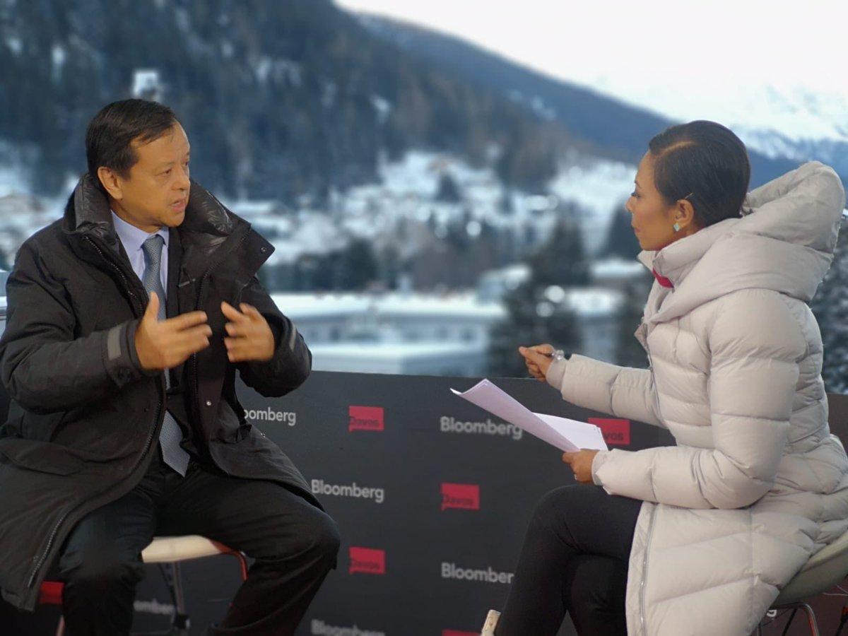 集團行政總裁李小加剛接受@business 的直播訪問, 開啟在@Davos 精彩又忙碌的第二天。 https://t.co/2RWasVYMZP
