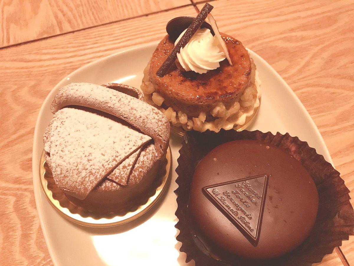 test ツイッターメディア - 12月と1月、すげー頑張ったから2月はバイト半分にして調整する宣言。  ↓画像はチョコレート好きの友達の誕生祝に買ったケーキ。ど濃厚。うちでランチのついでにおめでとう🎊 てか、誕生日にかこつけてケーキ食べたかっただけです。  #デメル #ザッハトルテ …他2点 https://t.co/ZYZIbjHbfC