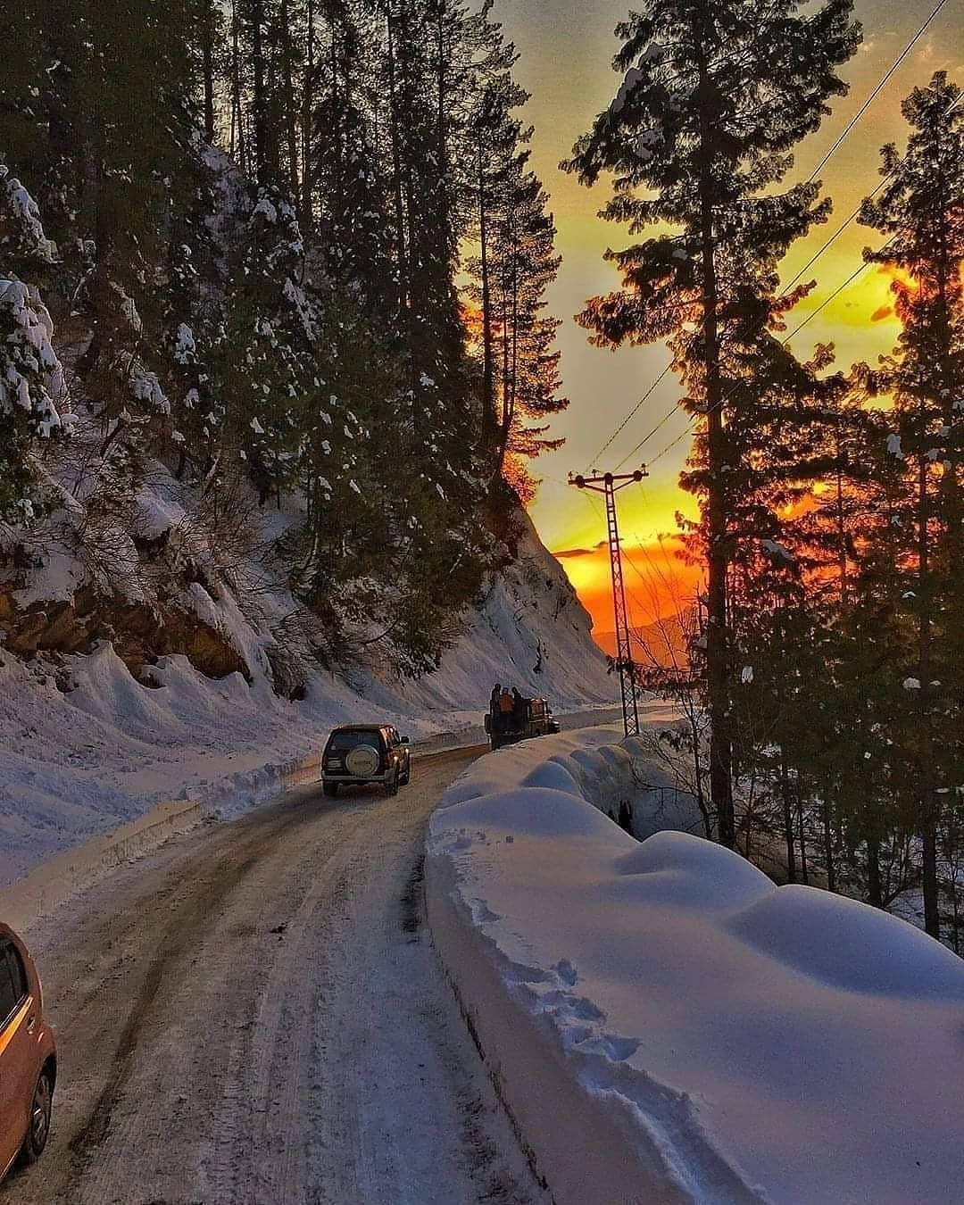 Sunset. Nathiagali, KPK.  Check out @thehunzashop.pk Comment your thoughts💙  Captured by :📸 Junaid Use our hashtag To get Featured : #DestinationPakistan https://t.co/D2cCKDrBQG