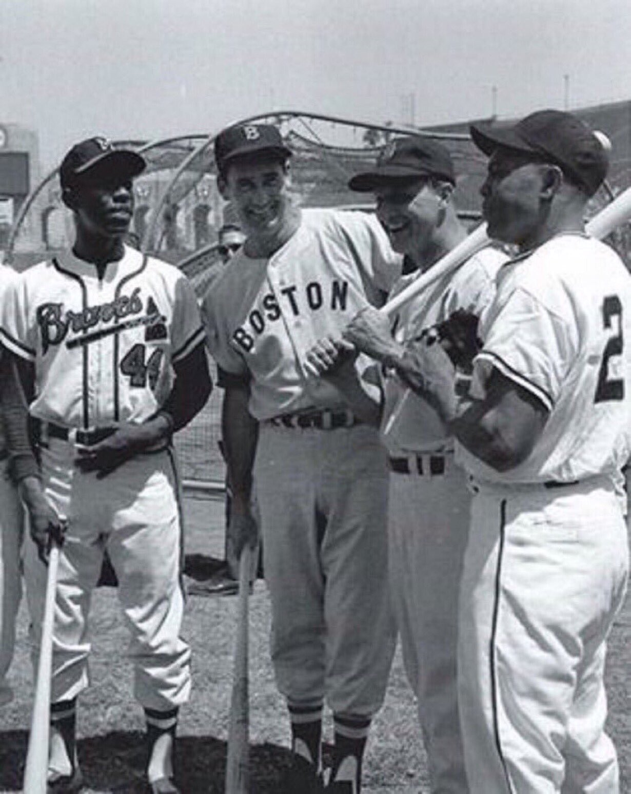 """Old Days""Baseball Royalty:Hank Aaron,Ted Williams,Stan Musial and Willie Mays meet before the 1959 All Star Game in Los Angeles.#Braves #RedSox #STLCards #SFGiants ⁠ ⁠#1950s #HOF https://t.co/HB0Mc4FpGm"