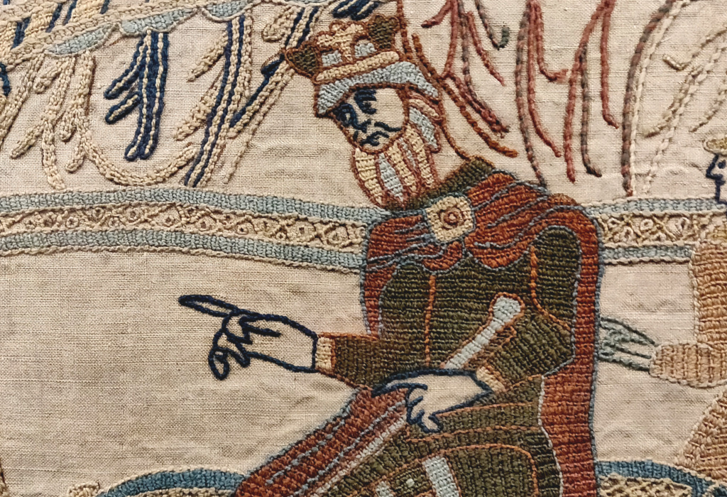 An update:  50 minutes after writing these tweets, before us appeared a Reading Museum curator, like a vision, a ghost aglow with curiosity.  Join us on a journey back through time. For there is more to these penises than meets the eye.  [a Bayeux thread/a Bayeux tapestry]