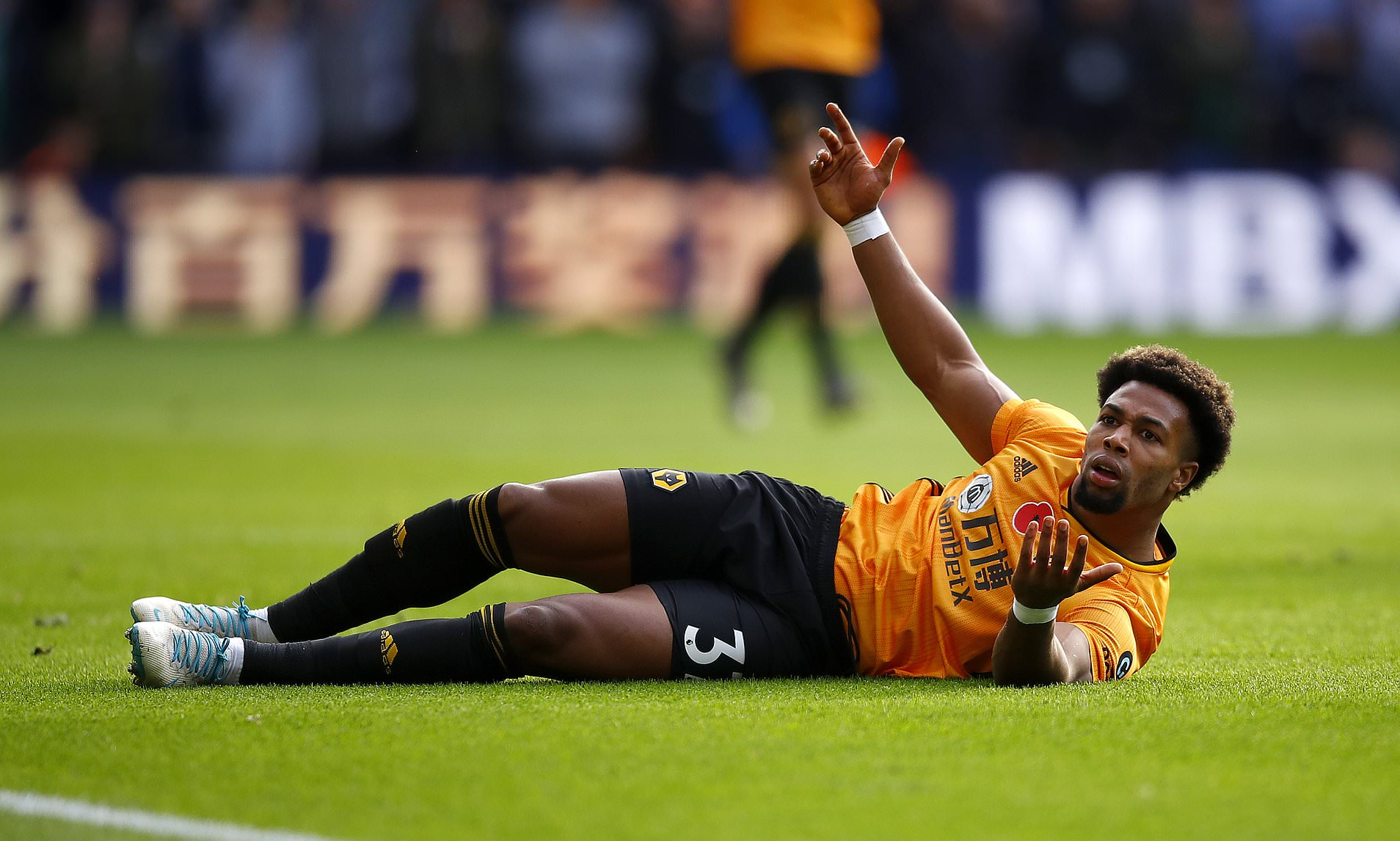 THREAD: Every player to be booked for fouling Adama Traore this season 👇 #WWFC https://t.co/vqFlQNgWum