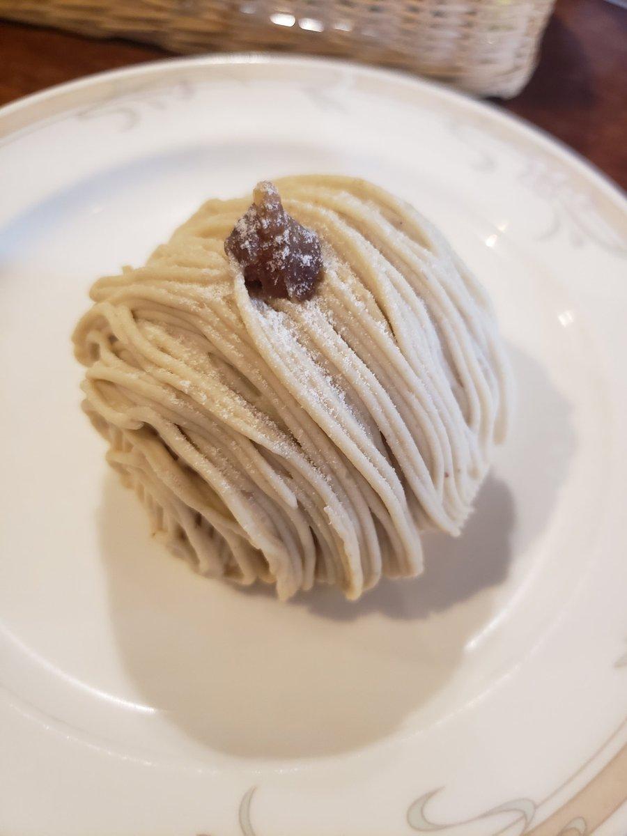 test ツイッターメディア - 洋風笠間菓子グリュイエール🌰 モンブランめっっっちゃ美味しかった♥️♥️ 焼き菓子もたくさん買ってきたから楽しみ! https://t.co/L8Ki070ssC