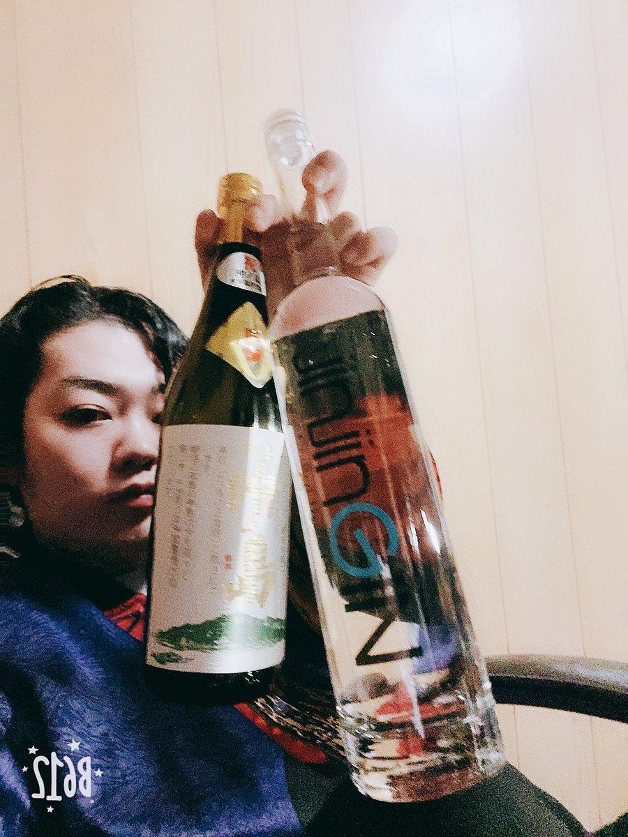 test ツイッターメディア - 自分のお土産でしっかりお酒も買いました🥃 このジンが熊本産だけどさあ ボトルがめっちゃエロくない? ちょっと高かったけど衝動買い🥺 https://t.co/i8mHUBeYga