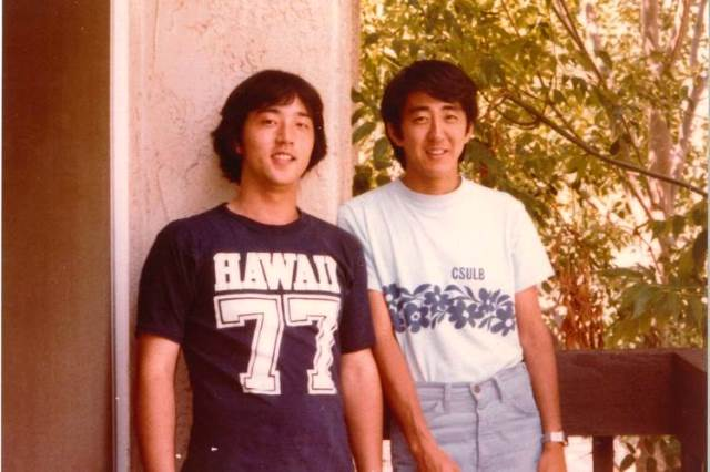 test ツイッターメディア - @Shige327 @Matty_Renewal 留学生時代、加計孝太郎と。カルフォルニア大学ロングビーチ校のTシャツがいかにも間抜け^^; https://t.co/n8j1ty7JQN