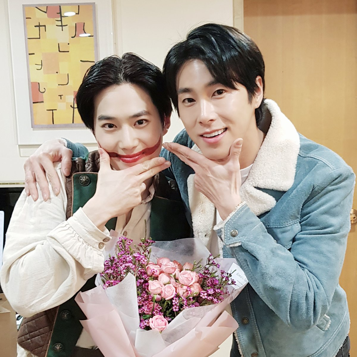 [📸 #U_Know & #SUHO]  Capturing the moment of U-Know & SUHO at the musical <#TheManWhoLaughs>!😎 Those of you who haven't seen it yet, go meet the enthusiastic '#Myeonwynplaine' at the Seoul Arts Center Opera House!🎪  #SMTOWN #수호 #면윈플렌 #엑소 #EXO #웃는남자 #유노윤호 #TVXQ!