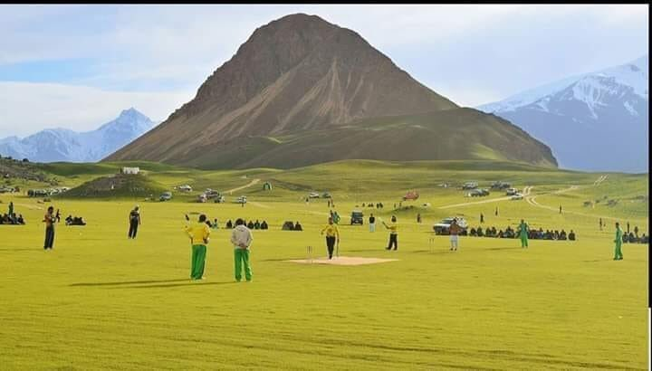 How about a cricket match here?   This is Qaqlasht, Chitral, Khyber Paktunkhwa, Pakistan 🇵🇰  #BeautifulPakistan #Travel https://t.co/qKHRiGBIa3