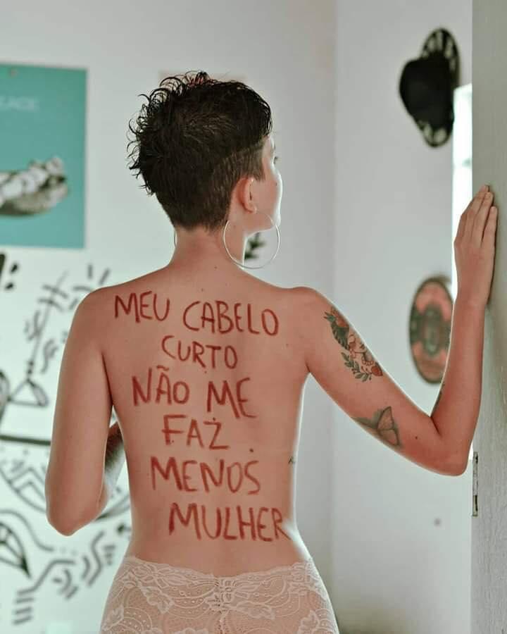 Mulheres de cabelo curto! ♥️✊  Modelo: Franbonaa Quem souber o fotógrafo(a), marca aqui pra gente dar os créditos.
