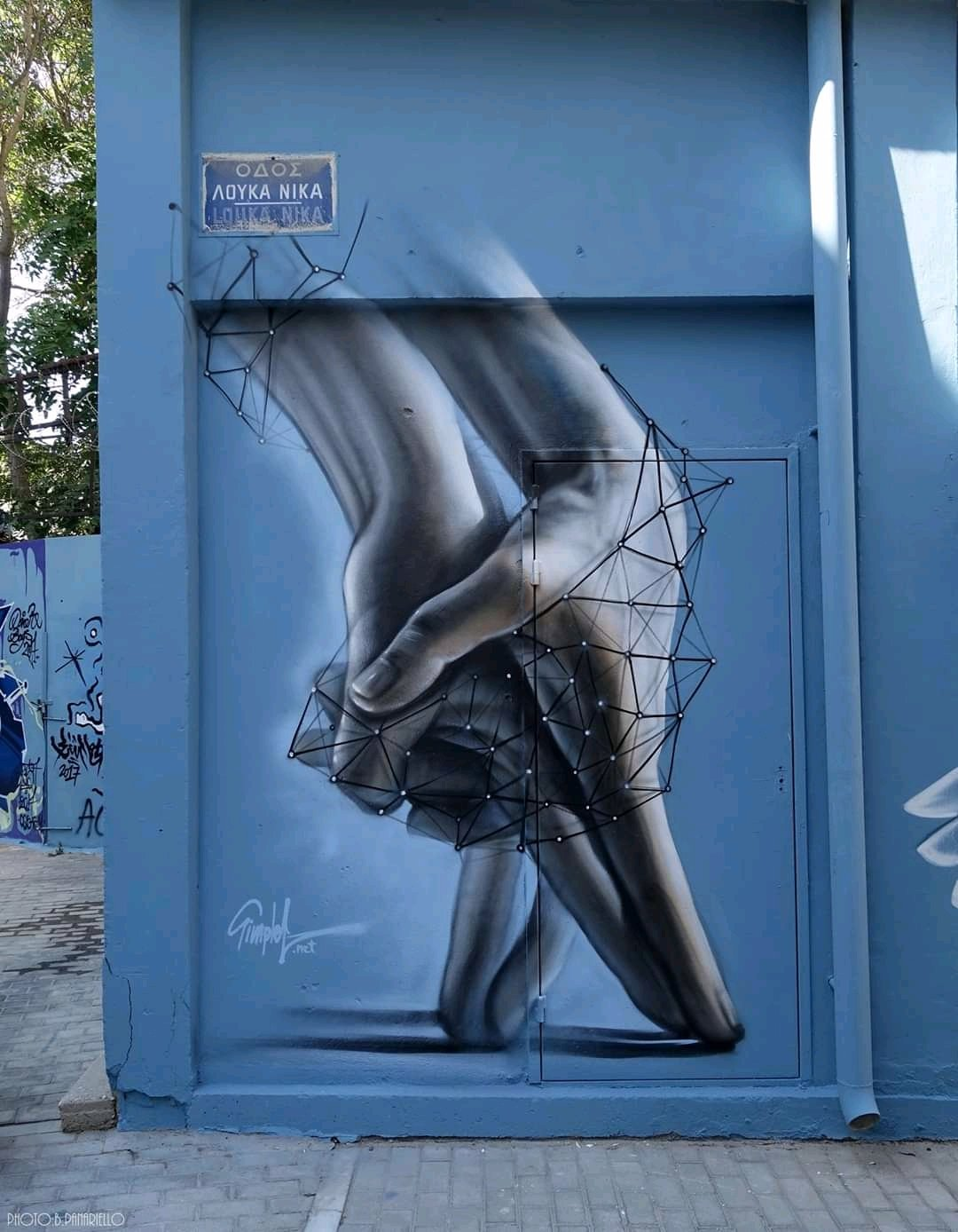she: do you happen to feel alone? he: sometimes, sometimes she: ... the next time it happens, could you call me? Art by Simple G #StreetArt #Art #Love #Hands #Beauty #Poetry #Graffiti #Mural #UrbanArt https://t.co/QIJsuPiQXL