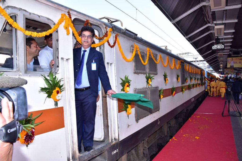 Take a look at the newly inaugurated Kashi Mahakal Express, with its clean & hygienic pantry for providing high quality vegetarian food to passengers.  Also, facilities such as bedrolls, houskeeping and travel insurance is going to make the journey convenient & pleasant for all.