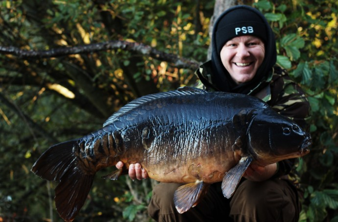 So Beautiful In Black!! <b>🙂🇬🇧</b>  #WhenYouKnowYouKnow #BlackBeauty #CarpFishing @PukkaSqu