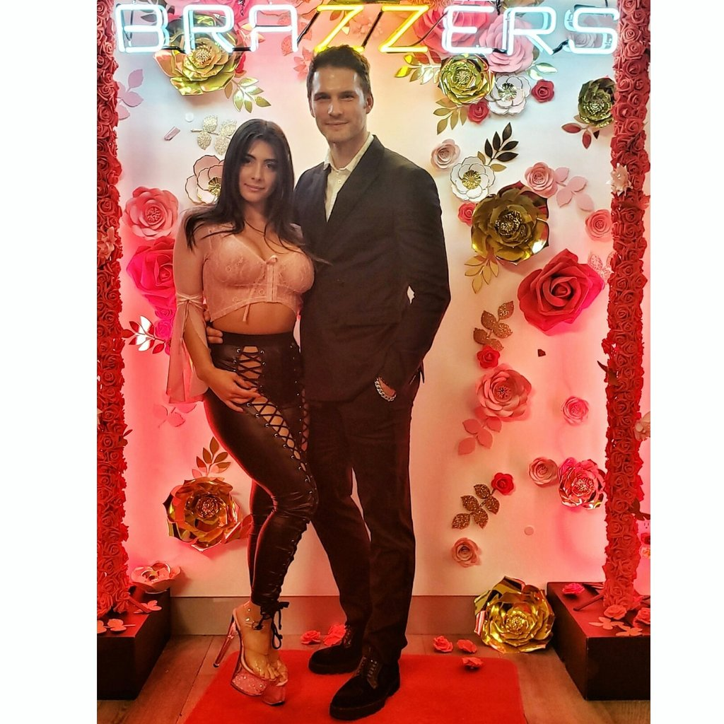 My boo @Tru__Kait at @Brazzers Valentine's orgy party 🔞❤🔥😈🙏