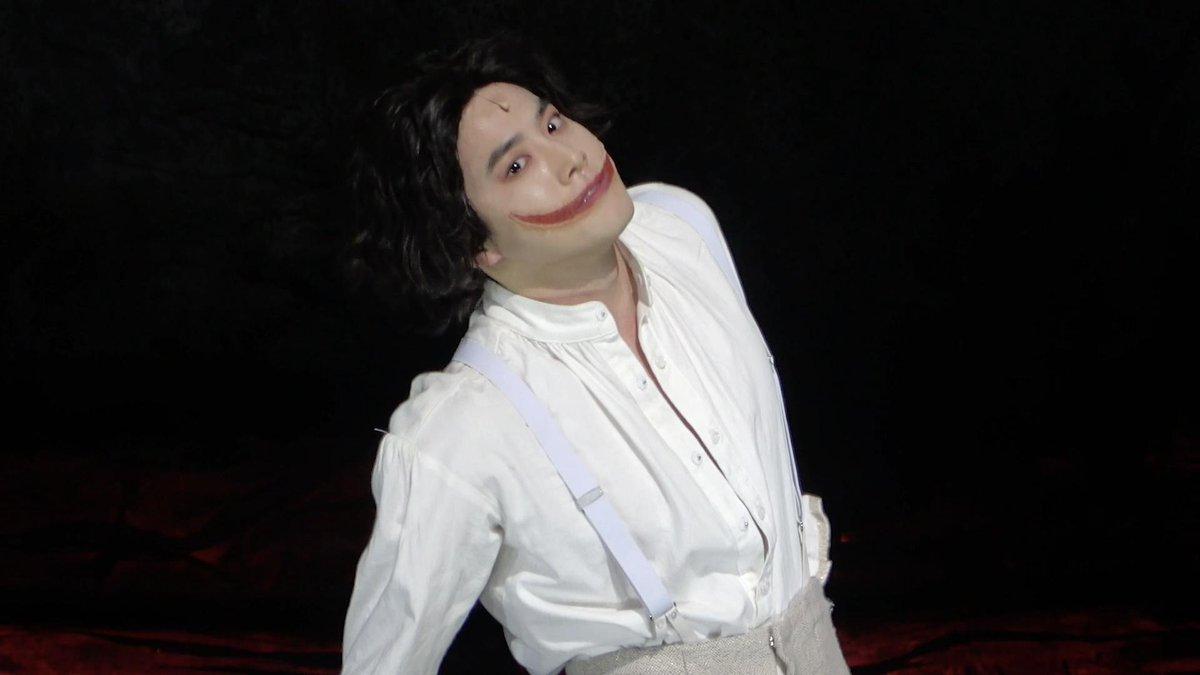 "[🎥📸 #SUHO]  뮤지컬 <웃는 남자>의 ""웃는 남자 (THE MAN WHO LAUGHS)""! 안녕 면윈플렌!🐰  #면윈플렌 #수호 #엑소 #EXO #그윈플렌 #Gwynplaine #웃는남자 #TheManWhoLaughs"