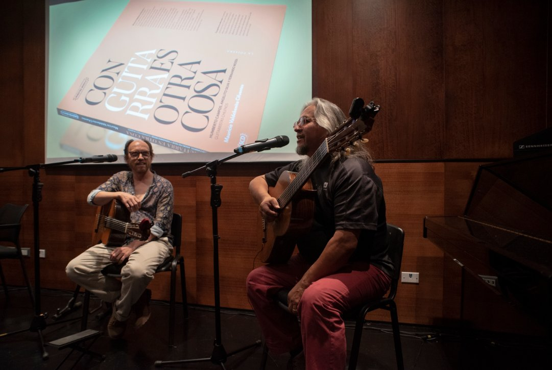 """test Twitter Media - Así fue el lanzamiento del libro """"Con guitarra es otra cosa"""" de Mauricio Valdebenito ⬇️ https://t.co/uxSijway13 https://t.co/tLUimup31l"""