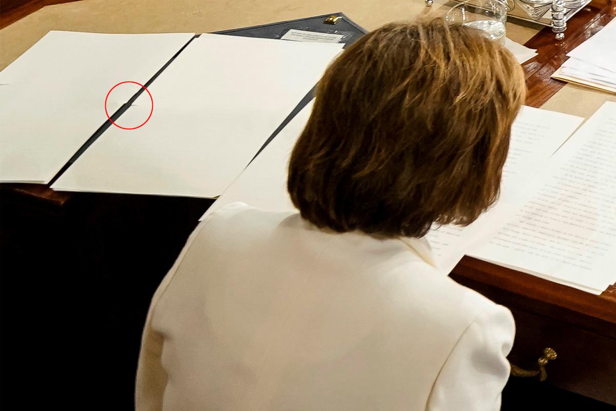 Nancy Pelosi 'pre-ripped' pages of Trump's SOTU speech, video shows
