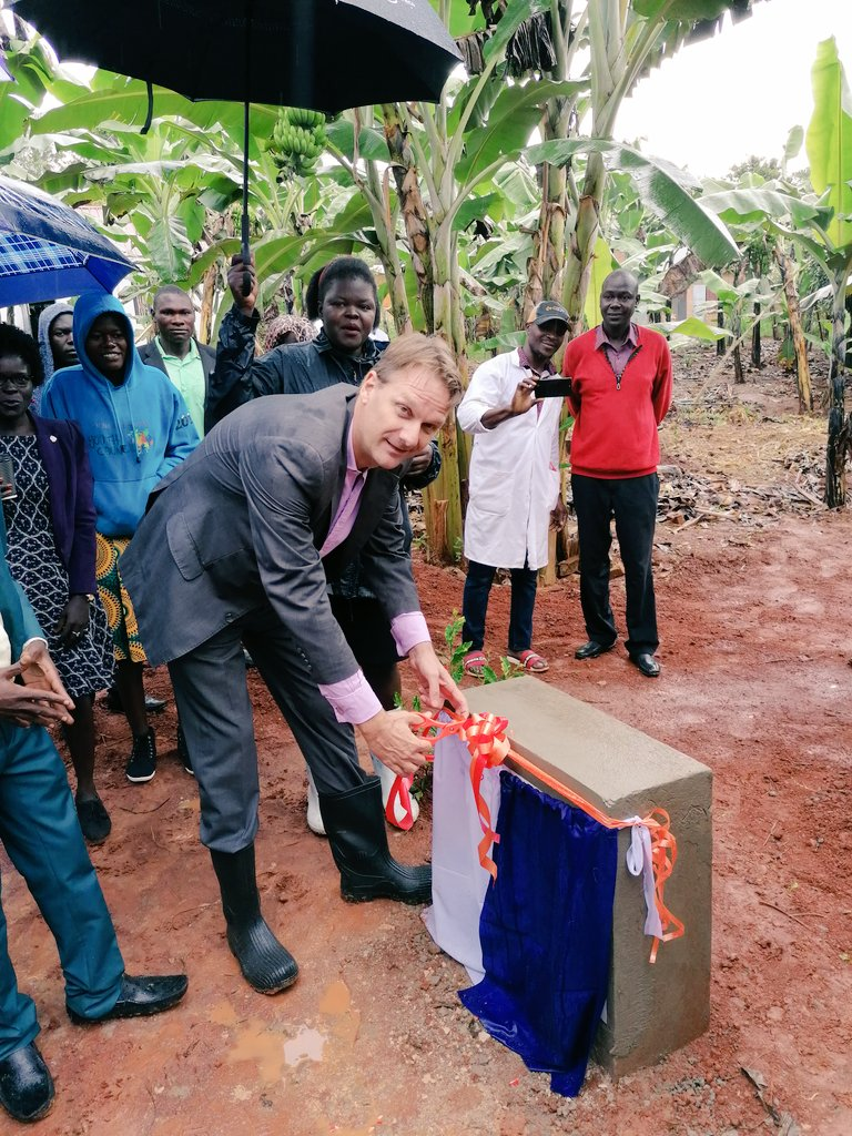 "Happening now at #RUCID @SkyAVSIUganda #partner Ambassador @HenkJanBakker3 of @NLinUganda commissioning the Biogas facility at the college: ""Greener, cleaner and safer is the way to go!"" and plants a mango tree. @FondazioneAVSI @PaolaPileri @fobita @fellacan"