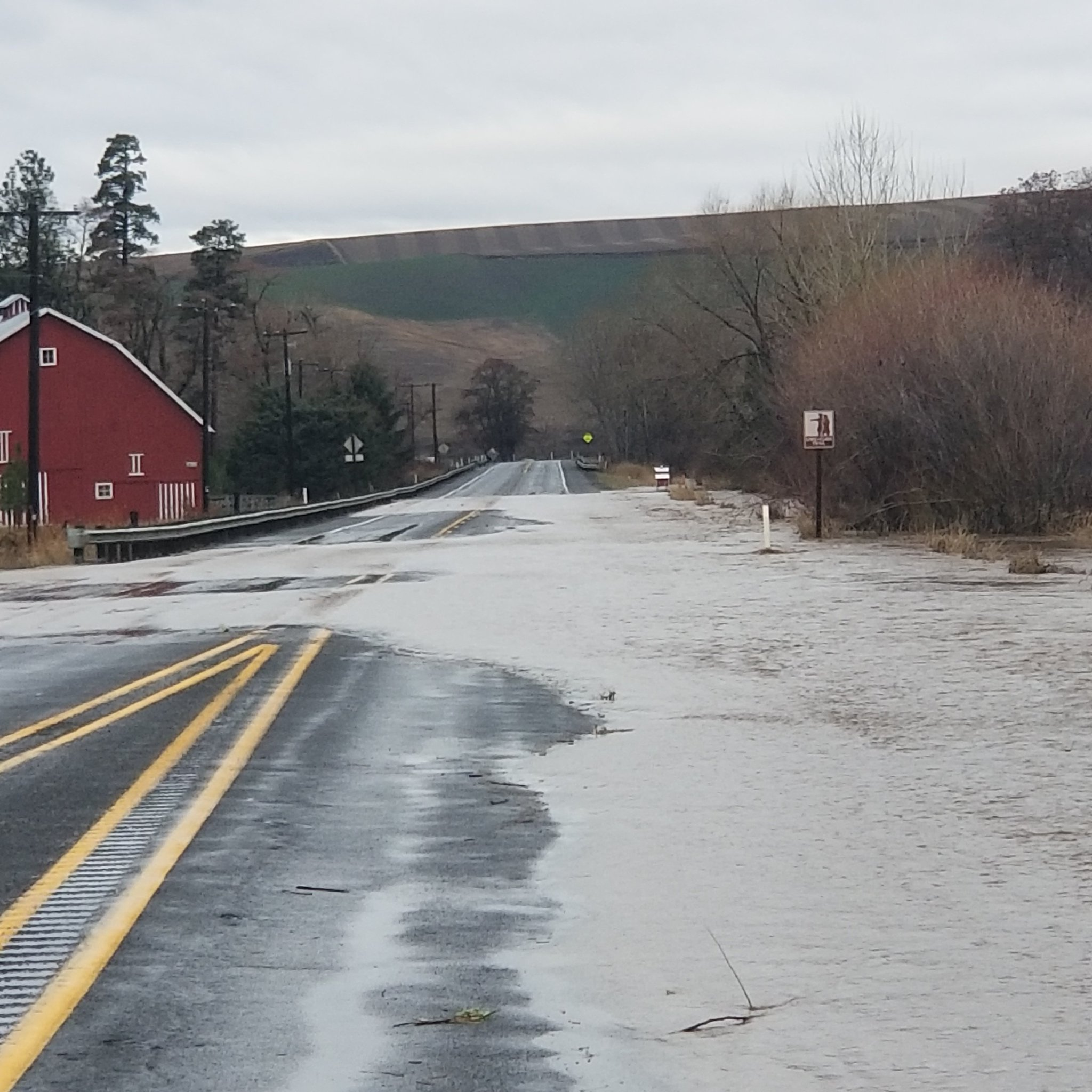 UPDATE: US 12 between Waitsburg and Dayton will remain closed overnight to let water levels drop. We will provide an update Saturday morning regarding current conditions and a reopening time. https://t.co/J3R7Mrtn2l
