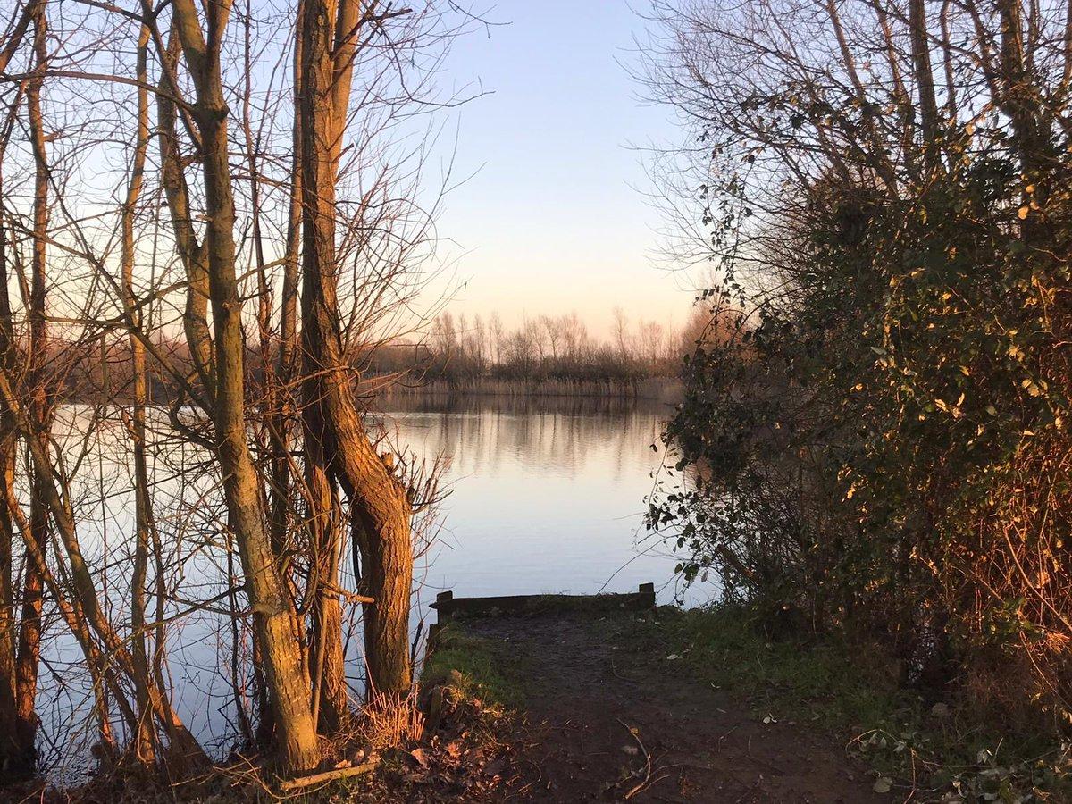 Dusk on @stgeorgeslake #carpfishing #carp #bigcarp #<b>Winter</b>fishing https://t.co/YP1w997B