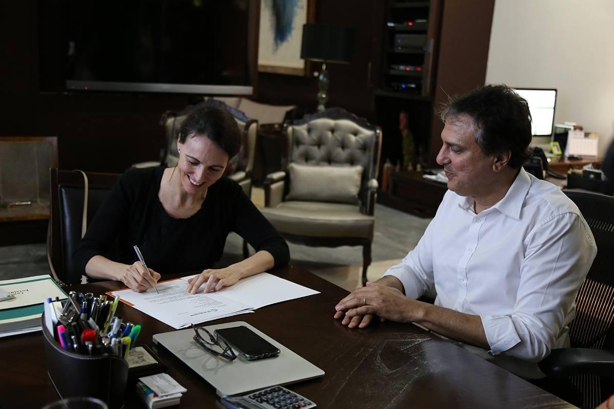 A diretora do Banco Mundial para o Brasil, Paloma Casero, assinou hoje a declaração de efetividade do projeto de Segurança Hídrica do Ceará. O projeto com @governodoceara garantirá que mais de 1 milhão de pessoas tenham melhor acesso a água. Que venham novas parcerias!